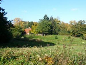 Riesiges Grundstück mit Bach